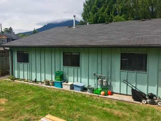 "Photo 10: 38882 GARIBALDI Avenue in Squamish: Dentville Duplex for sale in ""Dentville"" : MLS®# R2494577"