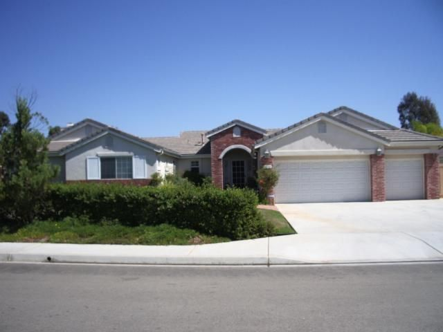 Main Photo: EAST ESCONDIDO House for sale : 4 bedrooms : 1010 Maxie Place in Escondido
