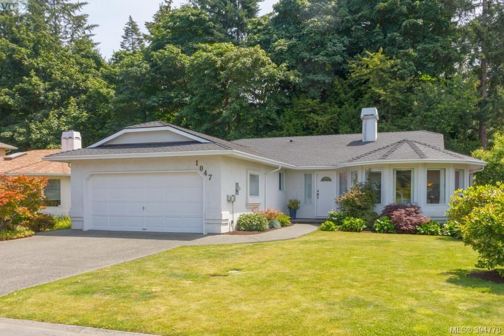 Main Photo: 1047 Adeline Pl in VICTORIA: SE Broadmead House for sale (Saanich East)  : MLS®# 791460