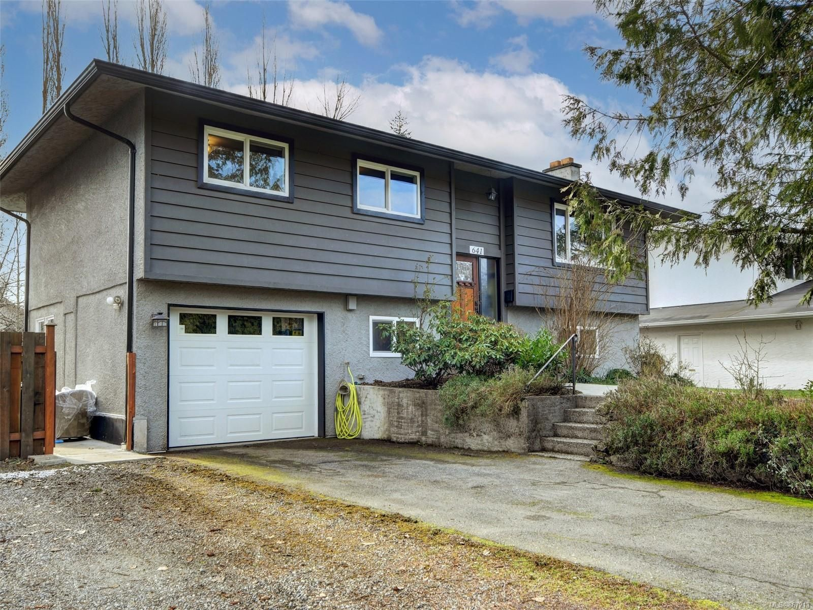 Main Photo: 641 Baltic Pl in : SW Glanford House for sale (Saanich West)  : MLS®# 867213
