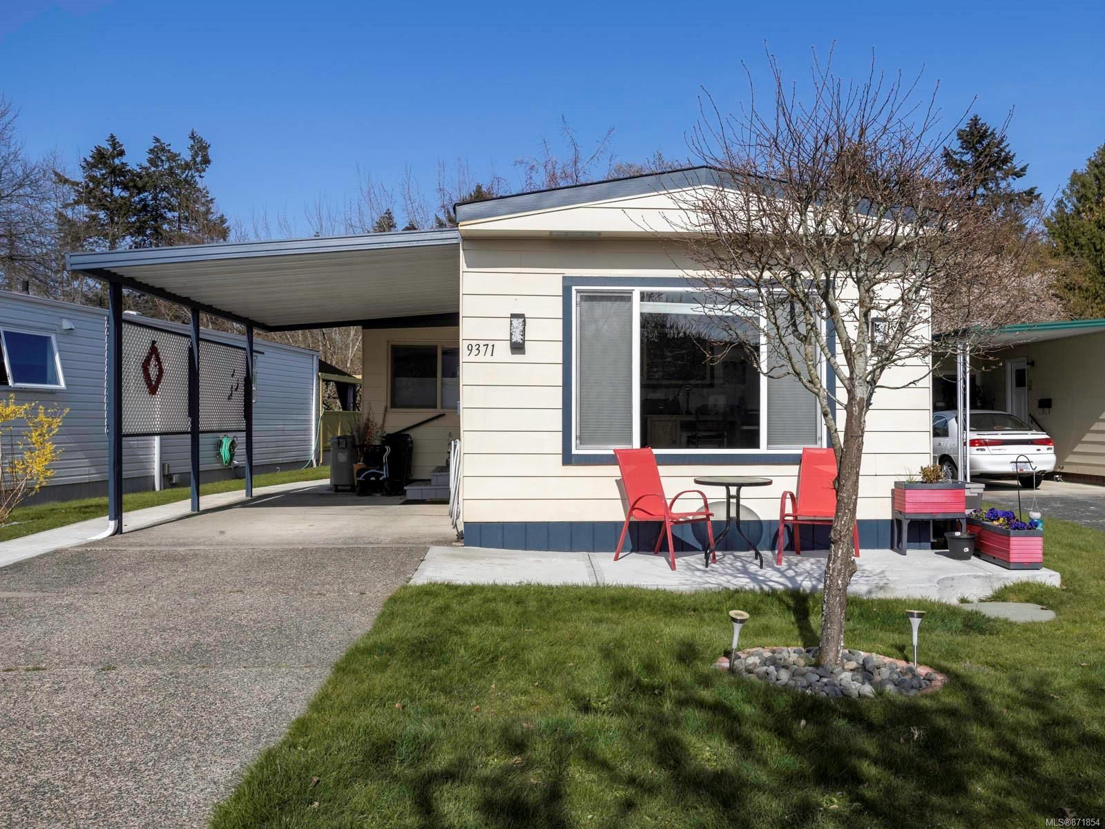 Main Photo: 9371 Trailcreek Dr in Sidney: Si Sidney South-West Manufactured Home for sale : MLS®# 871854