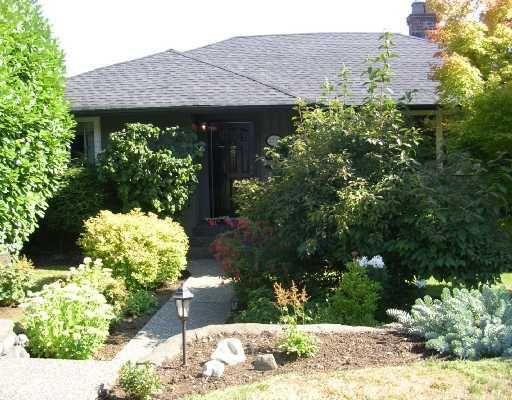"""Main Photo: 1137 CLOVERLEY Street in North_Vancouver: Calverhall House for sale in """"CALVERHALL"""" (North Vancouver)  : MLS®# V752325"""