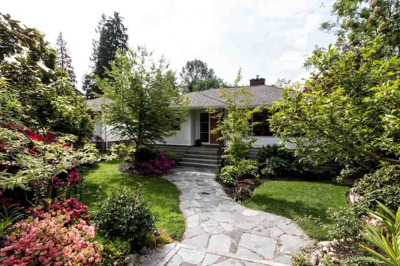 """Main Photo: 915 E 13TH Street in North Vancouver: Boulevard House for sale in """"Grand Boulevard"""" : MLS®# R2535688"""