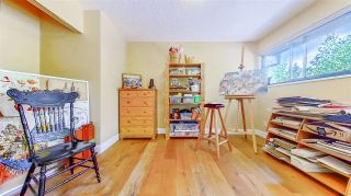 """Photo 31: 3806 GARDEN GROVE Drive in Burnaby: Greentree Village House for sale in """"Greentree Village"""" (Burnaby South)  : MLS®# R2582990"""