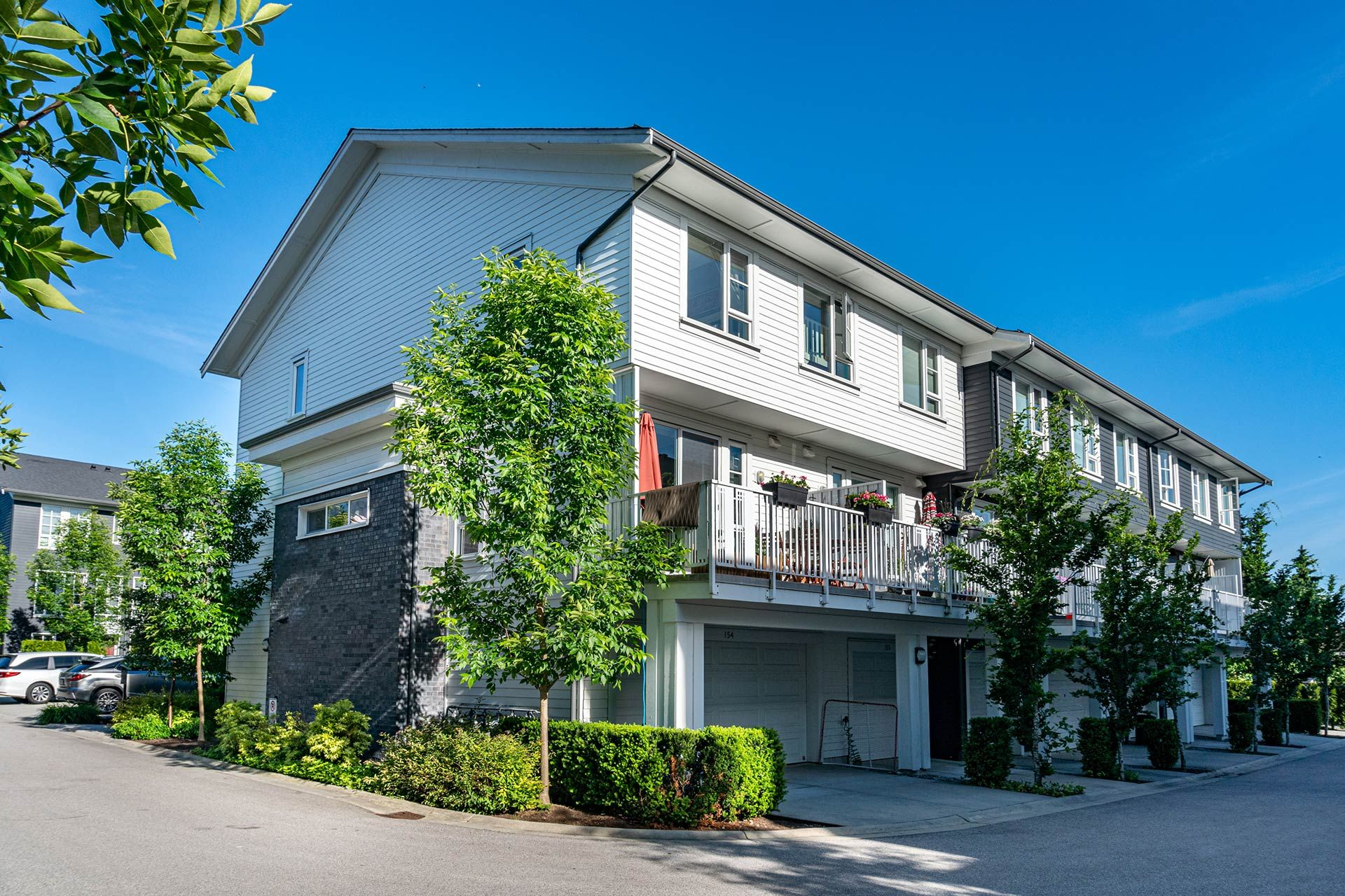"""Main Photo: 154 548 FOSTER Avenue in Coquitlam: Coquitlam West Townhouse for sale in """"BLACK + WHITE"""" : MLS®# R2587208"""