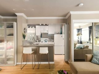 """Photo 6: 213 1940 BARCLAY Street in Vancouver: West End VW Condo for sale in """"Bourbon Court"""" (Vancouver West)  : MLS®# R2473241"""