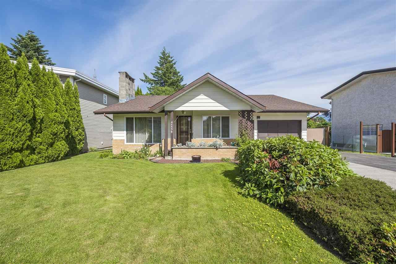 Main Photo: 45338 LENORA Crescent in Chilliwack: Chilliwack W Young-Well House for sale : MLS®# R2376215