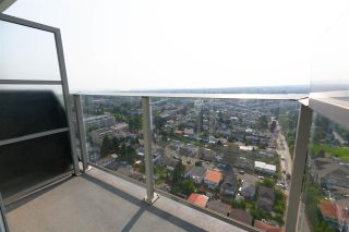 """Photo 11: 2901 5515 BOUNDARY Road in Vancouver: Collingwood VE Condo for sale in """"WALL CENTRE CENTRAL PARK"""" (Vancouver East)  : MLS®# R2293643"""