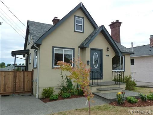 Main Photo: 1139 Wychbury Ave in VICTORIA: Es Saxe Point House for sale (Esquimalt)  : MLS®# 706189