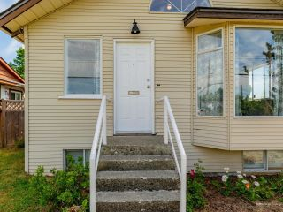 Photo 2: 7522 DUNSMUIR Street in Mission: Mission BC House for sale : MLS®# R2597062