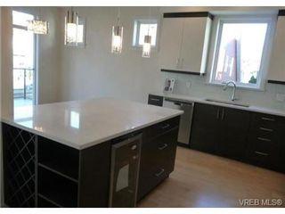 Photo 3: 119 St. Lawrence St in VICTORIA: Vi James Bay Half Duplex for sale (Victoria)  : MLS®# 659079
