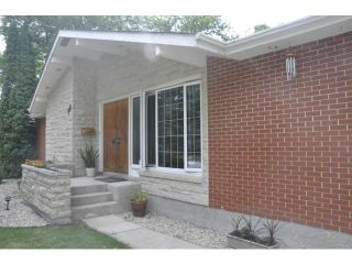 Photo 2: 99 Riverbend Avenue in WINNIPEG: St Vital Residential for sale (South East Winnipeg)  : MLS®# 1216465