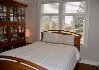Photo 8: 402 LYON Place in North Vancouver: Central Lonsdale House for sale : MLS®# R2356670