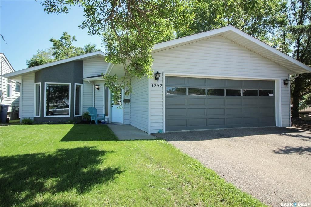 Main Photo: 1252 113th Street in North Battleford: Deanscroft Residential for sale : MLS®# SK850257
