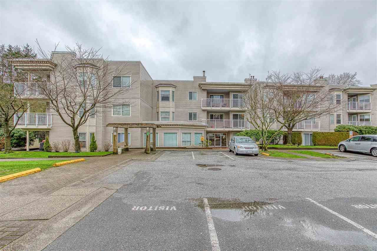 "Main Photo: 313 9942 151 Street in Surrey: Guildford Condo for sale in ""WESTCHESTER PL"" (North Surrey)  : MLS®# R2434541"