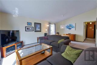 Photo 3: 22 Salisbury Crescent in Winnipeg: Waverley Heights Residential for sale (1L)  : MLS®# 1826434