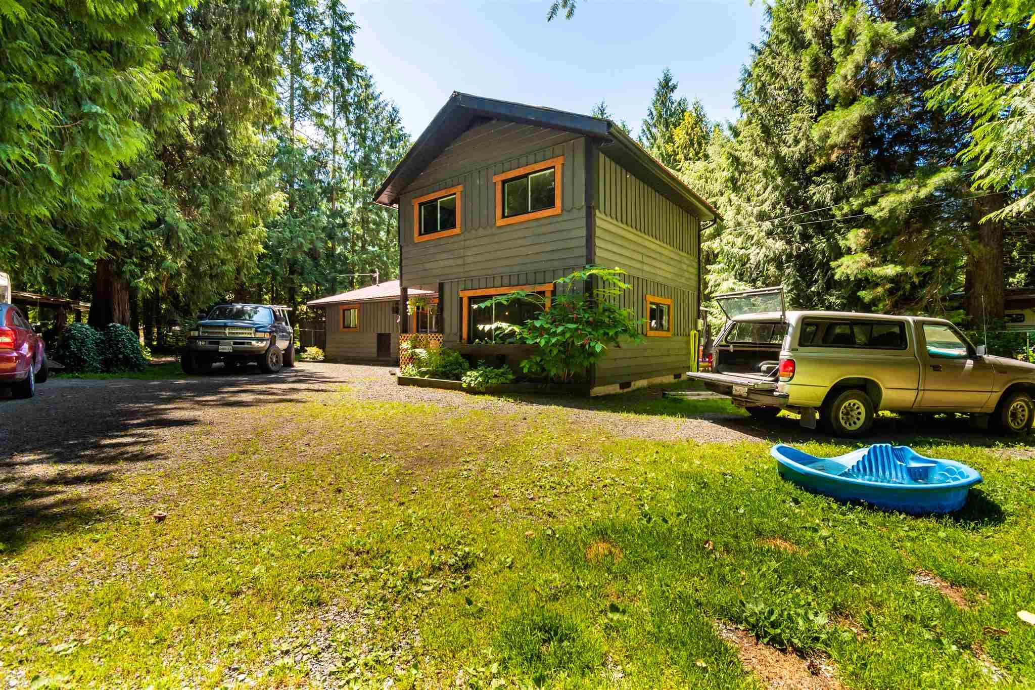 Main Photo: 49280 BELL ACRES Road in Chilliwack: Chilliwack River Valley House for sale (Sardis)  : MLS®# R2595742