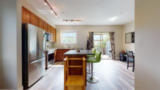 """Photo 5: 1282 STONEMOUNT Place in Squamish: Downtown SQ Townhouse for sale in """"Streams at Eaglewind"""" : MLS®# R2481347"""