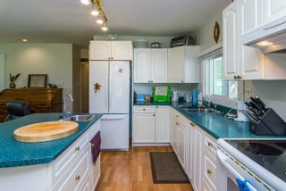 Photo 9: 7955 SUTLEY Road in Prince George: Pineview Manufactured Home for sale (PG Rural South (Zone 78))  : MLS®# R2616713