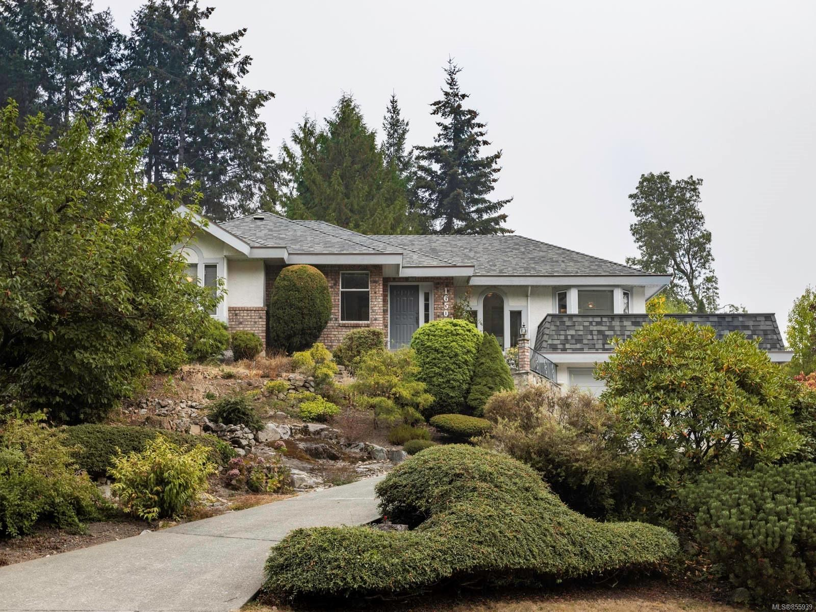 Main Photo: 1650 Barrett Dr in : NS Dean Park House for sale (North Saanich)  : MLS®# 855939