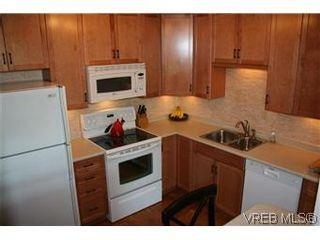 Photo 4: D 3056 Washington Ave in VICTORIA: Vi Burnside Row/Townhouse for sale (Victoria)  : MLS®# 584062