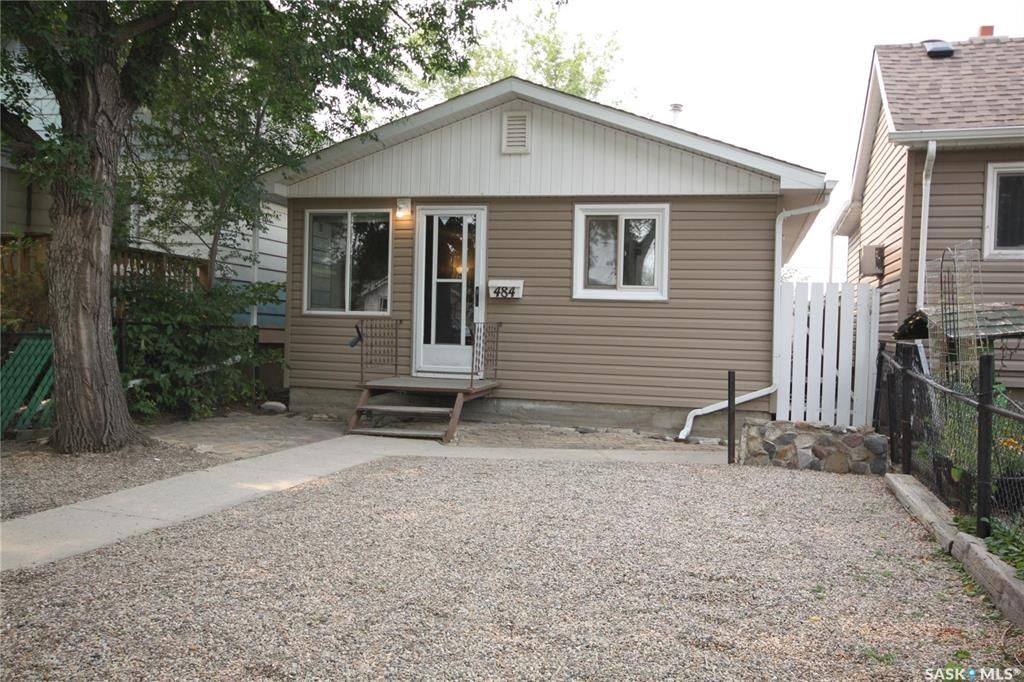 Main Photo: 484 Smith Street in Regina: Highland Park Residential for sale : MLS®# SK866883