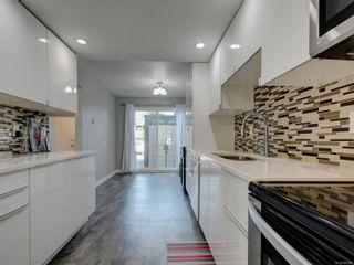 Photo 2: 533 Crossandra Cres in : SW Tillicum Row/Townhouse for sale (Saanich West)  : MLS®# 884498