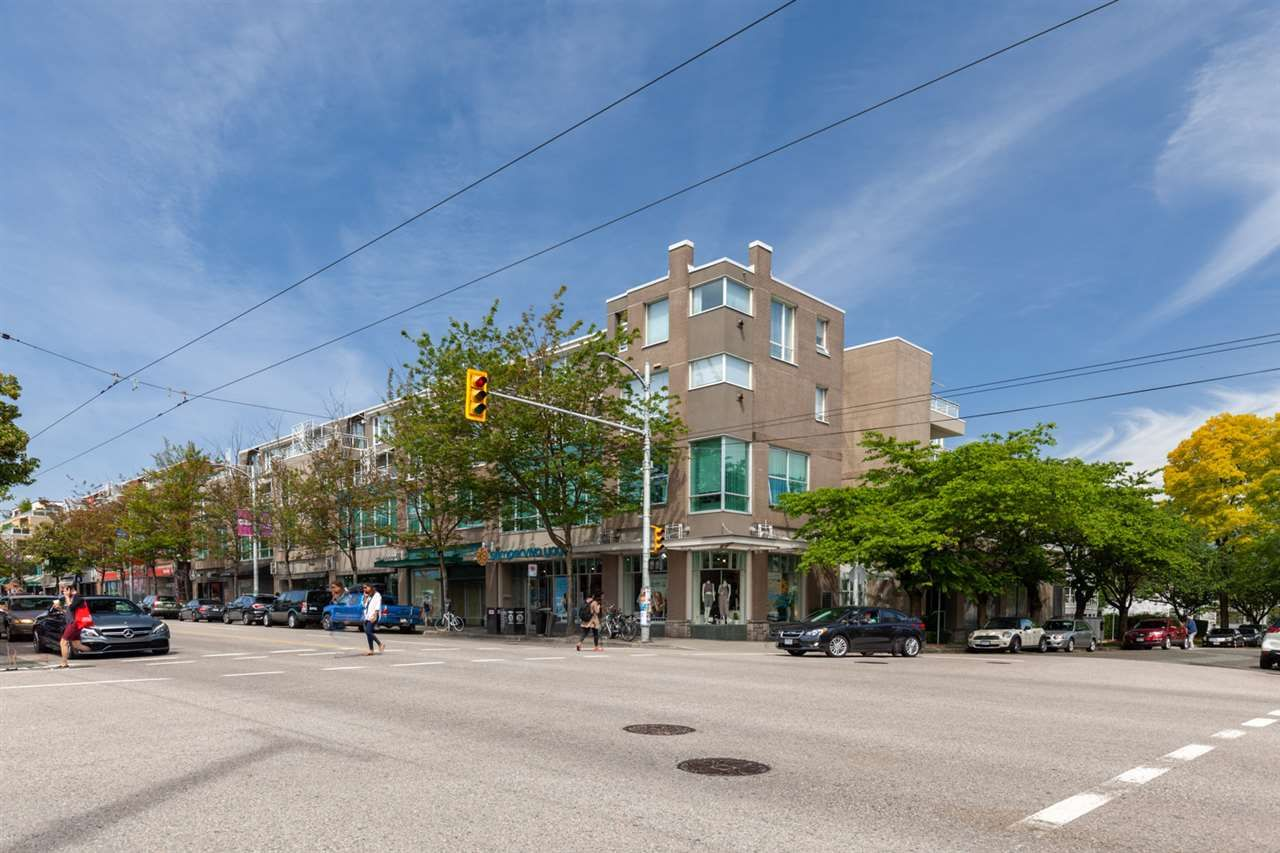 """Main Photo: 326 1979 YEW Street in Vancouver: Kitsilano Condo for sale in """"CAPERS"""" (Vancouver West)  : MLS®# R2566048"""