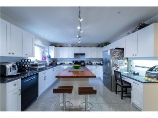 Photo 2: 272 61ST Ave E in Vancouver East: South Vancouver Home for sale ()  : MLS®# V1119950
