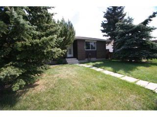 Photo 1: 7830 HUNTERVIEW Drive NW in CALGARY: Huntington Hills Residential Detached Single Family for sale (Calgary)  : MLS®# C3443193