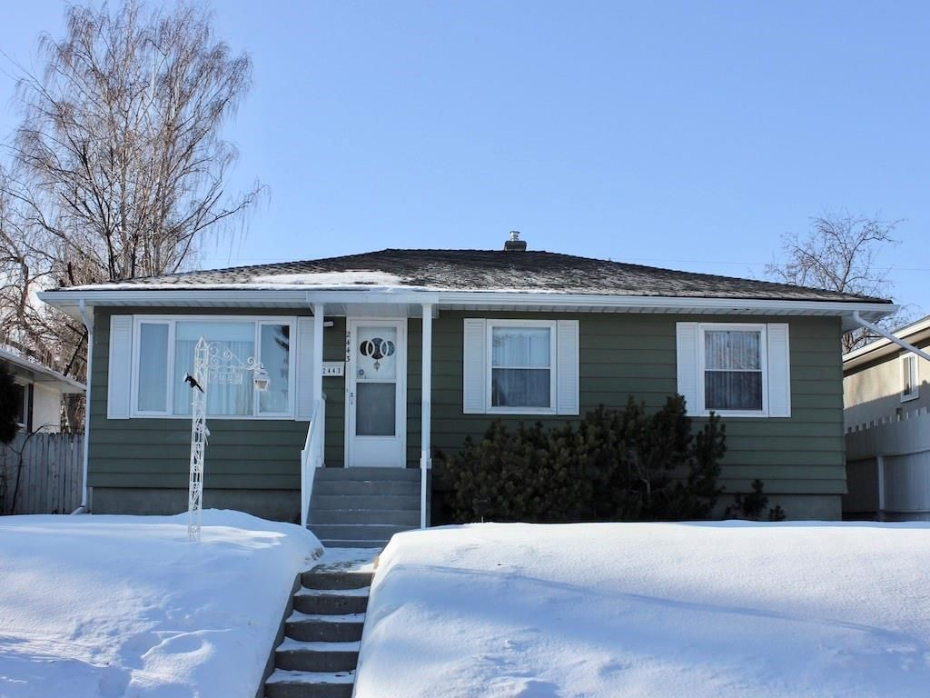 Main Photo: 2443 23 Street NW in Calgary: Banff Trail Detached for sale : MLS®# C4280626