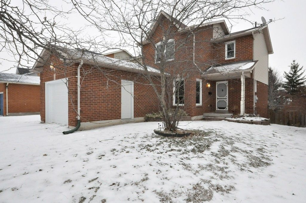 Main Photo: : Freehold for sale : MLS®# N2555696