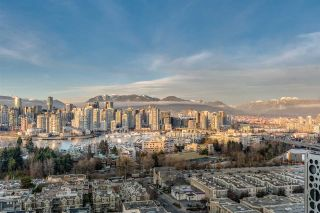 """Photo 5: 1601 2411 HEATHER Street in Vancouver: Fairview VW Condo for sale in """"700 WEST 8TH"""" (Vancouver West)  : MLS®# R2566720"""