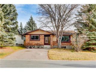 Photo 1: 6120 84 Street NW in Calgary: Silver Springs House for sale : MLS®# C4049555