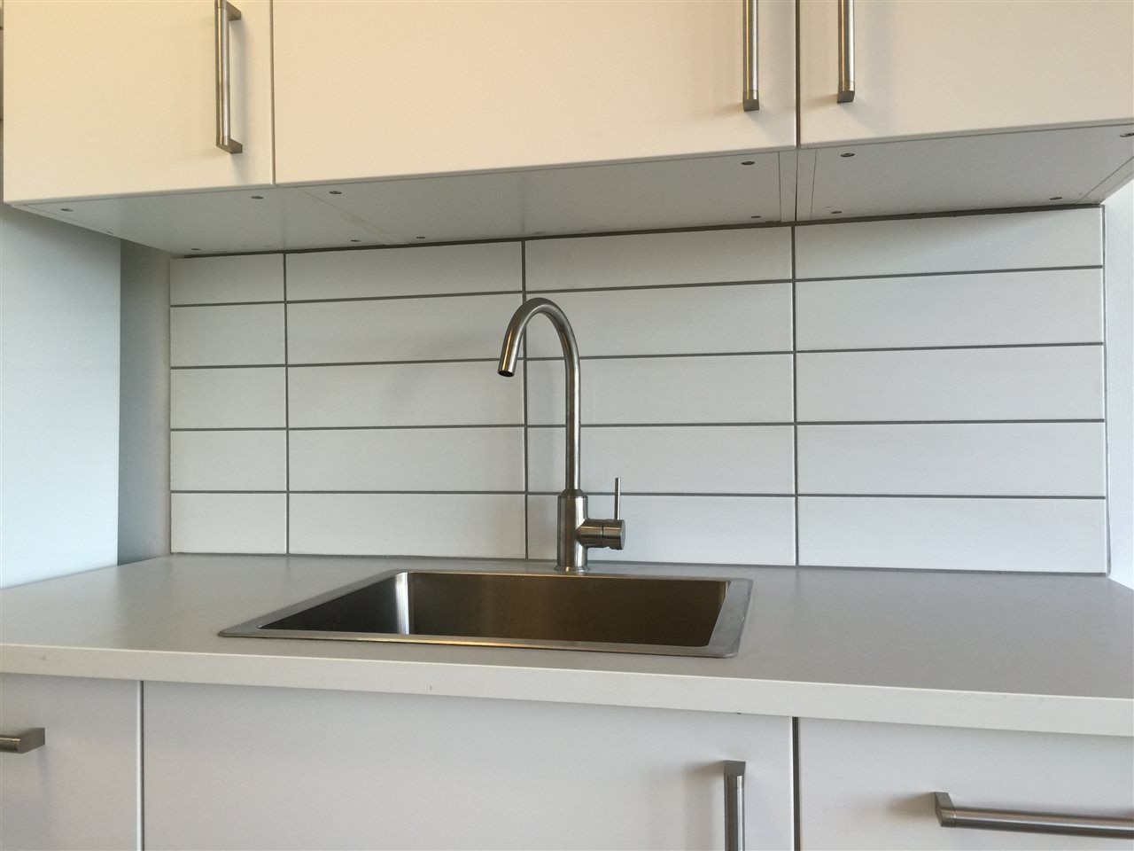 "Photo 3: Photos: 504 6026 TISDALL ST in Vancouver: Oakridge VW Condo for sale in ""Oakridge Towers"" (Vancouver West)  : MLS®# R2021576"