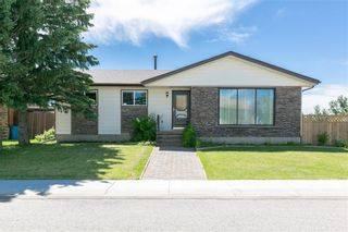Photo 3: 27 Beaver Place: Beiseker Detached for sale : MLS®# C4306269