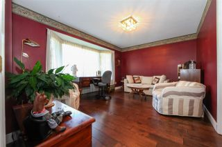 """Photo 3: 6427 CHAUCER Place in Burnaby: Buckingham Heights House for sale in """"BUCKINGHAM HEIGHTS"""" (Burnaby South)  : MLS®# R2402658"""