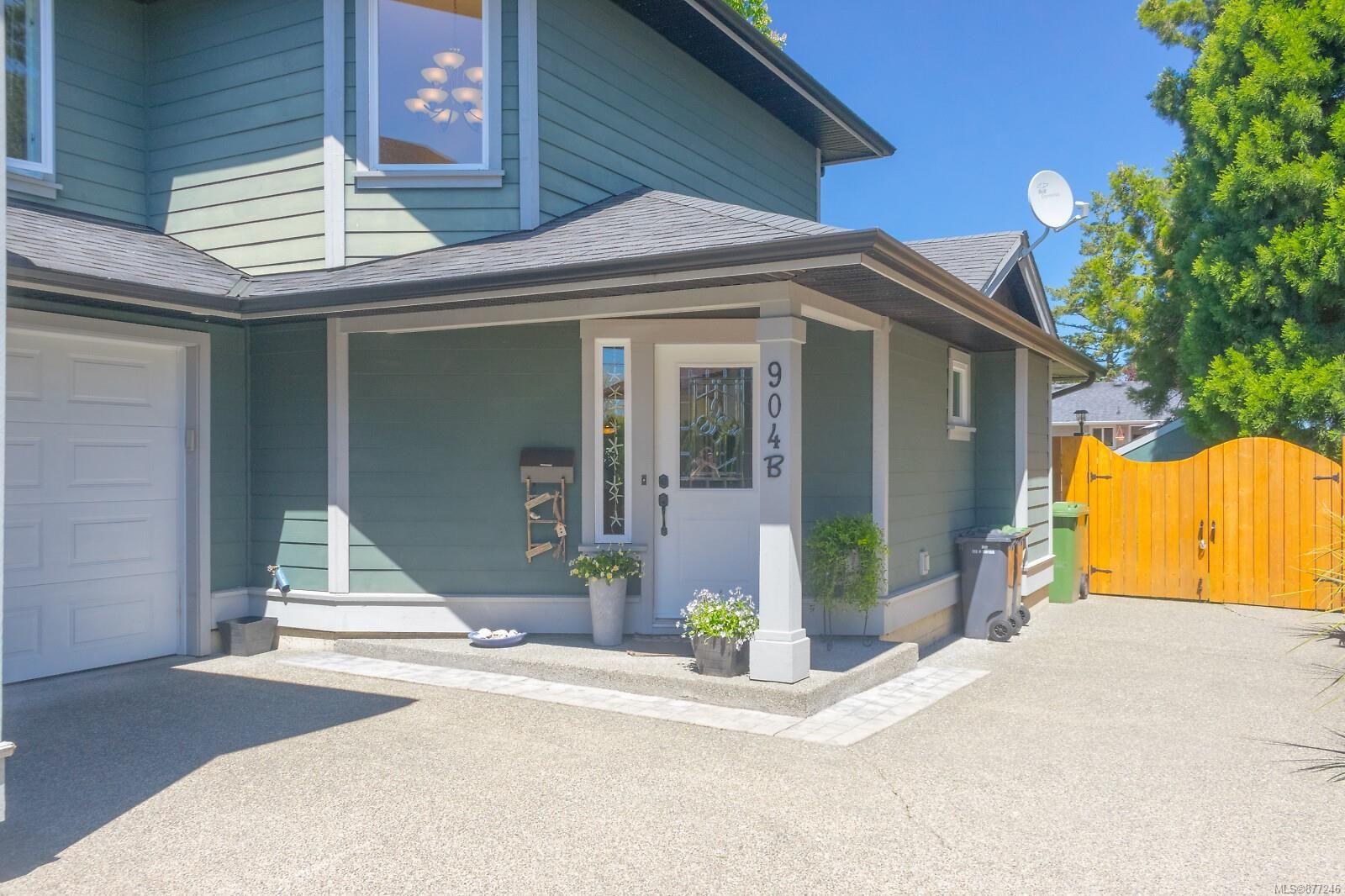 Main Photo: B 904 Old Esquimalt Rd in : Es Old Esquimalt Half Duplex for sale (Esquimalt)  : MLS®# 877246