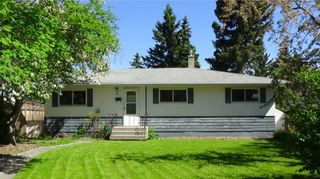 Photo 2: 49 White Oak Crescent SW in Calgary: Wildwood Detached for sale : MLS®# A1102539
