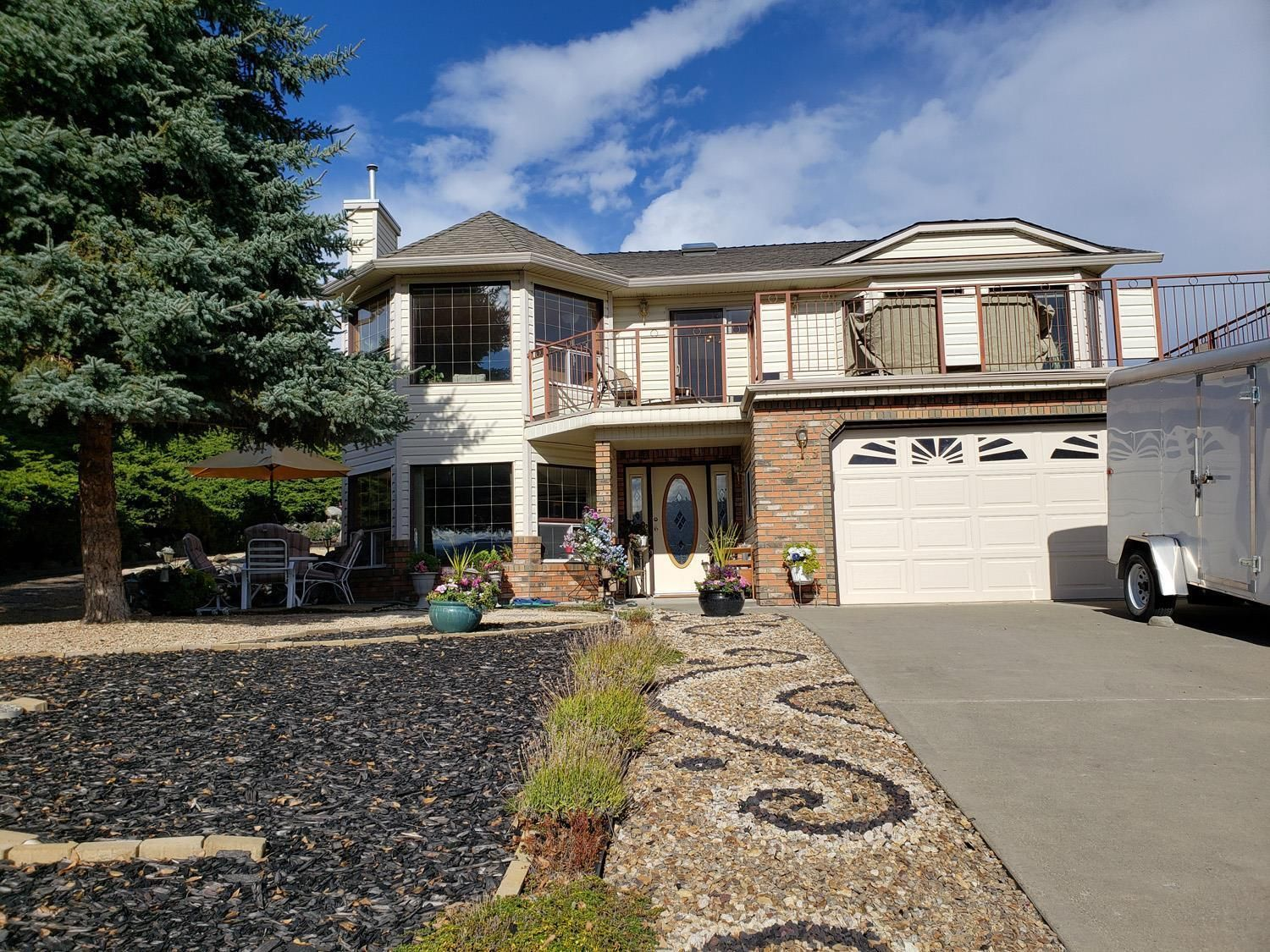 Main Photo: 6805 Cameo Drive, N in Vernon: House for sale : MLS®# 10241392