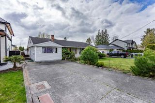 Photo 1: 17440 59 Avenue in Surrey: Cloverdale BC House for sale (Cloverdale)  : MLS®# R2559575
