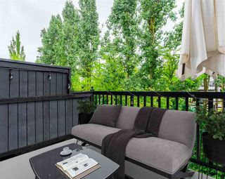 """Photo 6: 50 11067 BARNSTON VIEW Road in Pitt Meadows: South Meadows Townhouse for sale in """"COHO"""" : MLS®# R2472923"""