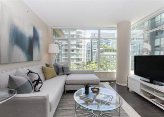 """Photo 3: 557 168 W 1ST Avenue in Vancouver: False Creek Condo for sale in """"WALL CENTRE FALSE CREEK WEST TOWER"""" (Vancouver West)  : MLS®# R2372215"""