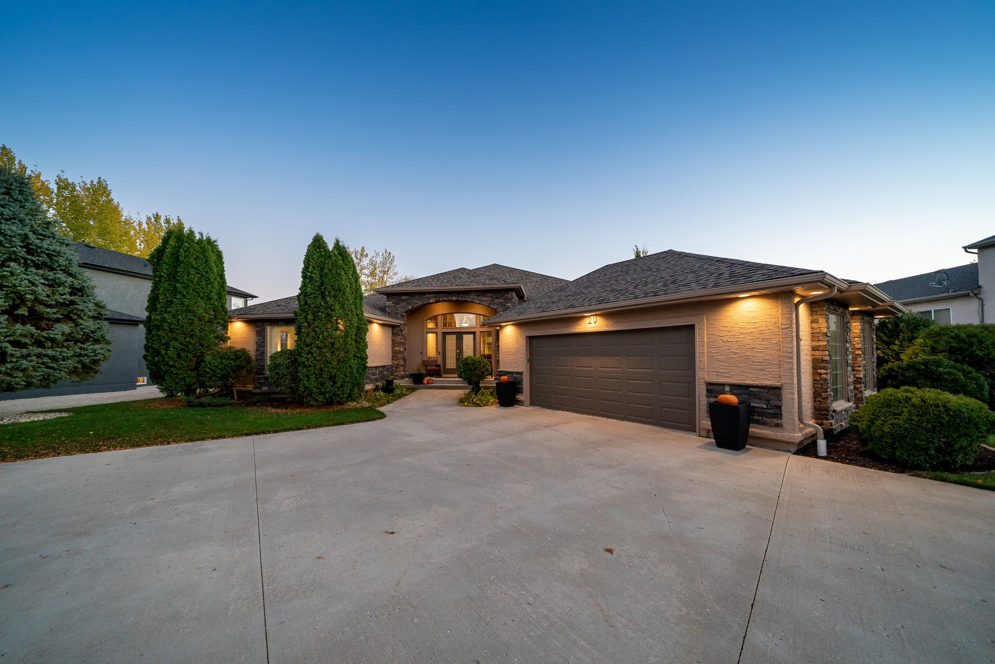 Main Photo: 20 Hazel Bay in Oakbank: House for sale
