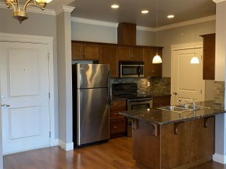 Photo 3: 402 2068 SANDALWOOD CRESCENT in Abbotsford: Central Abbotsford Condo for sale : MLS®# R2469396