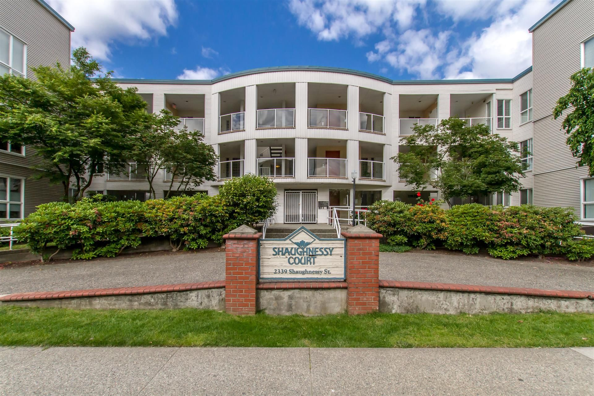 """Main Photo: 204 2339 SHAUGHNESSY Street in Port Coquitlam: Central Pt Coquitlam Condo for sale in """"SHAUGHNESSY COURT"""" : MLS®# R2371838"""