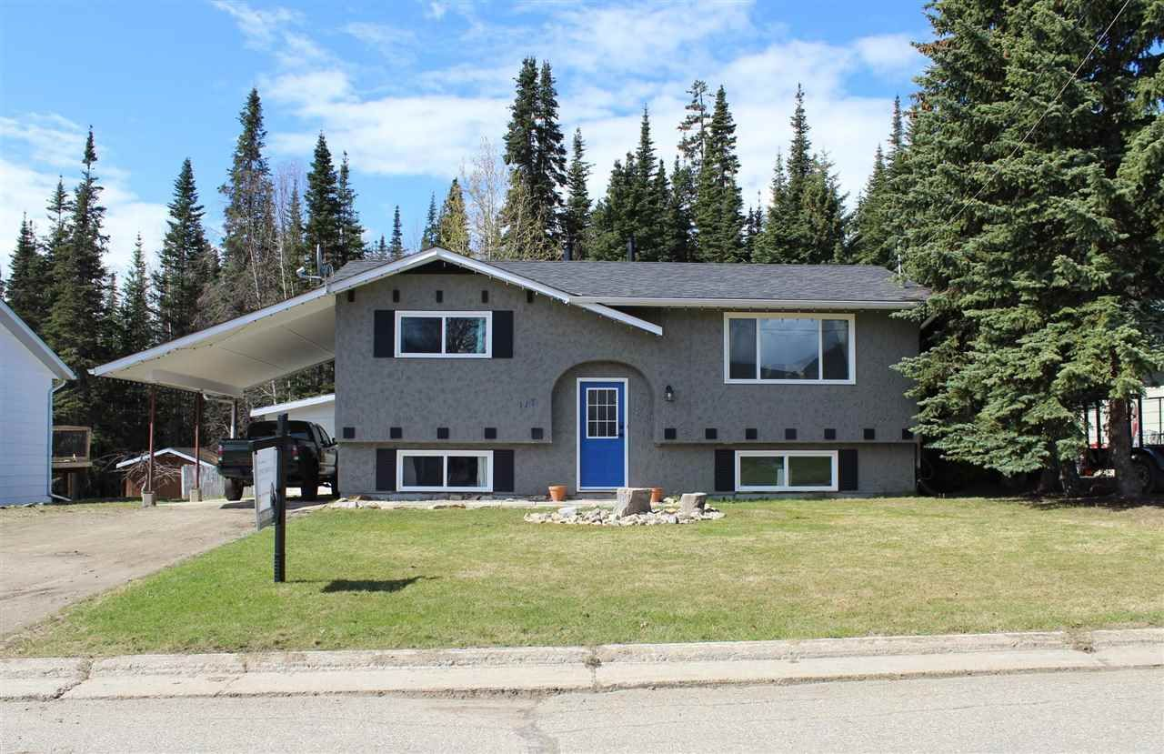 Main Photo: 117 SUMMIT Crescent in Mackenzie: Mackenzie -Town House for sale (Mackenzie (Zone 69))  : MLS®# R2556673