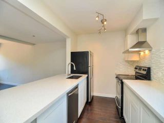 "Photo 3: 887 CUNNINGHAM Lane in Port Moody: North Shore Pt Moody Townhouse for sale in ""WOODSIDE VILLAGE"" : MLS®# V1021537"
