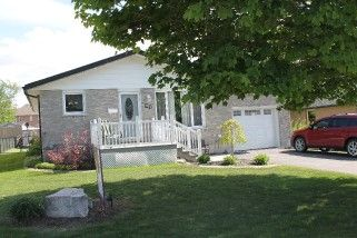 Main Photo: 31 Parkside Drive in Lindsay: Freehold for sale : MLS®# 1546471