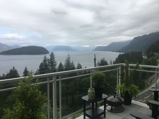 "Photo 3: 8745 SEASCAPE Drive in West Vancouver: Howe Sound Townhouse for sale in ""Seascapes"" : MLS®# R2546161"